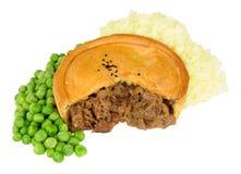 Πίτα βόειου κρέατος με την πολτοποίηση πατάτα και τα μπιζέλια Στοκ Εικόνα