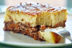 Πίτα εξοχικών σπιτιών σε ένα πιάτο Στοκ Εικόνες