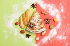 Πίτα και γλυκά της Apple στο ζωηρόχρωμο υπόβαθρο Στοκ φωτογραφίες με δικαίωμα ελεύθερης χρήσης