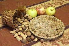 Πίτα και καρύδια της Apple Στοκ Φωτογραφία