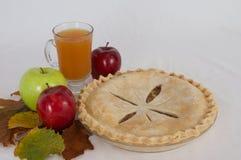 Πίτα και μηλίτης της Apple Στοκ εικόνες με δικαίωμα ελεύθερης χρήσης