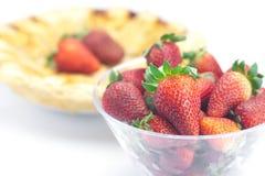 Πίτα και μια φράουλα Στοκ φωτογραφία με δικαίωμα ελεύθερης χρήσης
