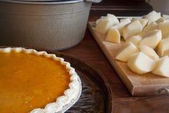 Πίτα και πατάτες στοκ φωτογραφίες με δικαίωμα ελεύθερης χρήσης