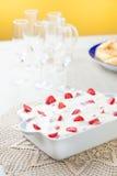 Πίτα και φράουλες κρέμας Στοκ εικόνα με δικαίωμα ελεύθερης χρήσης