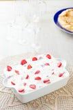 Πίτα και φράουλες κρέμας Στοκ φωτογραφίες με δικαίωμα ελεύθερης χρήσης