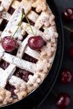 Πίτα κερασιών με και ώριμο κεράσι δύο Στοκ εικόνες με δικαίωμα ελεύθερης χρήσης