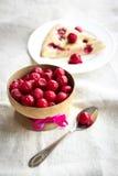 Πίτα κερασιών με τα παγωμένα κεράσια Στοκ φωτογραφίες με δικαίωμα ελεύθερης χρήσης