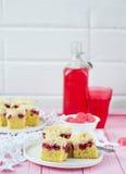 Πίτα κερασιών με τριζάτα crumbs Εκλεκτική εστίαση Στοκ φωτογραφία με δικαίωμα ελεύθερης χρήσης