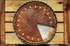 Πίτα κολοκύθας στο ξύλινο υπόβαθρο Στοκ Φωτογραφία