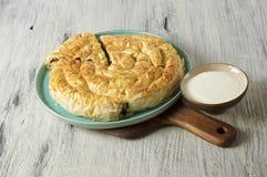 Πίτα κρέατος Burek, Borek, Burekas, τουρκική και βαλκανική κουζίνα Στοκ Εικόνα