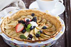 πίτα κρέμας μήλων που κτυπι Στοκ Εικόνες