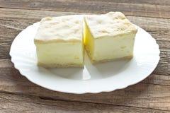 Πίτα κρέμας με τα στρώματα της ζύμης ριπών στοκ εικόνες