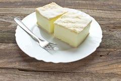 Πίτα κρέμας με τα στρώματα της ζύμης ριπών στοκ φωτογραφία