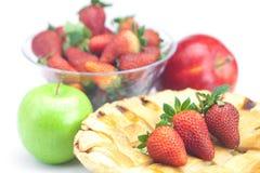 Πίτα, μήλα και φράουλες Στοκ Εικόνα