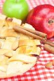 Πίτα, μήλα, κανέλα και αμύγδαλα της Apple Στοκ φωτογραφία με δικαίωμα ελεύθερης χρήσης