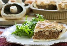 πίτα μανιταριών βόειου κρέα& στοκ φωτογραφίες με δικαίωμα ελεύθερης χρήσης