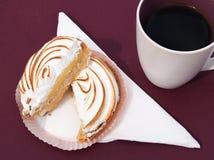 Πίτα μαρέγκας λεμονιών στοκ φωτογραφία με δικαίωμα ελεύθερης χρήσης