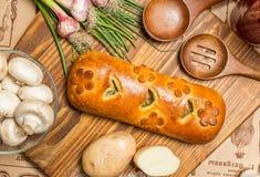 Πίτα με τα κρεμμύδια και τα αυγά Στοκ φωτογραφίες με δικαίωμα ελεύθερης χρήσης