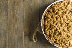 Πίτα με το θίχουλο στο ξύλινο υπόβαθρο Στοκ εικόνες με δικαίωμα ελεύθερης χρήσης