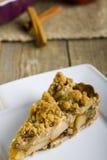 Πίτα με το θίχουλο στο ξύλινο υπόβαθρο Στοκ φωτογραφίες με δικαίωμα ελεύθερης χρήσης
