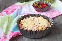 Πίτα με το ρεβέντι και τις φράουλες Εκλεκτική εστίαση Στοκ Φωτογραφίες