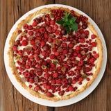 Πίτα μούρων με την κτυπημένη πλήρωση κρέμας Στοκ εικόνες με δικαίωμα ελεύθερης χρήσης