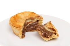 Πίτα μπριζόλας σε ένα πιάτο Στοκ φωτογραφία με δικαίωμα ελεύθερης χρήσης