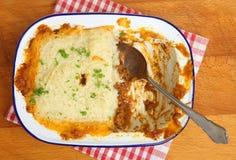 Πίτα ποιμένων στο πιάτο άνωθεν Στοκ Εικόνα
