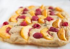 Πίτα ροδάκινων σμέουρων Στοκ φωτογραφία με δικαίωμα ελεύθερης χρήσης