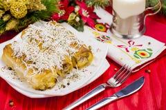 Πίτα ρόλων τυριών με το ποτήρι του γιαουρτιού Στοκ εικόνες με δικαίωμα ελεύθερης χρήσης