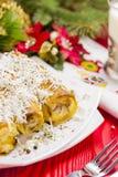 Πίτα ρόλων τυριών με το ποτήρι του γιαουρτιού Στοκ Φωτογραφία