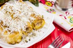 Πίτα ρόλων τυριών με το ποτήρι του γιαουρτιού Στοκ εικόνα με δικαίωμα ελεύθερης χρήσης