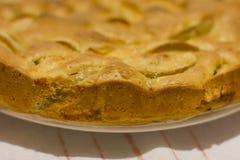 Πίτα Σαρλόττα της Apple σε μια πετσέτα λινού Στοκ Εικόνες