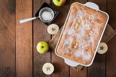 Πίτα Σαρλόττα της Apple με το αμύγδαλο Τοπ όψη Στοκ φωτογραφίες με δικαίωμα ελεύθερης χρήσης