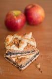 Πίτα σπόρου παπαρουνών με τα μήλα Στοκ Εικόνα