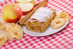 Πίτα της Apple - κέικ μήλων και μήλο Στοκ Εικόνες