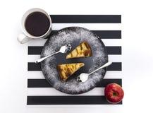 Πίτα της Apple και κρανίο κουταλιών Στοκ Εικόνα