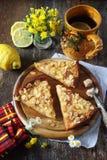 Πίτα της Apple και τσάι λεμονιών Στοκ Φωτογραφία