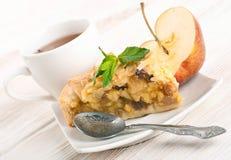 Πίτα της Apple και φρέσκα μήλα Στοκ φωτογραφία με δικαίωμα ελεύθερης χρήσης