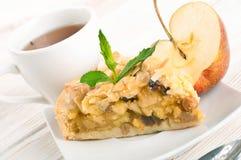 Πίτα της Apple και φρέσκα μήλα Στοκ Εικόνες