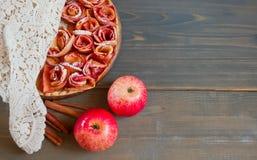 Πίτα της Apple και φλυτζάνι του τσαγιού Στοκ Εικόνες