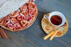 Πίτα της Apple και φλυτζάνι του τσαγιού Στοκ Εικόνα