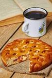 Πίτα της Apple και MAG Στοκ εικόνα με δικαίωμα ελεύθερης χρήσης