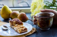 Πίτα της Apple με ένα φλιτζάνι του καφέ, πρόγευμα Στοκ Φωτογραφίες