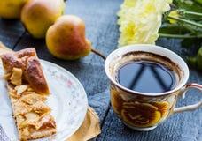 Πίτα της Apple με ένα φλιτζάνι του καφέ, πρόγευμα Στοκ εικόνα με δικαίωμα ελεύθερης χρήσης