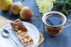 Πίτα της Apple με ένα φλιτζάνι του καφέ, πρόγευμα Στοκ φωτογραφία με δικαίωμα ελεύθερης χρήσης