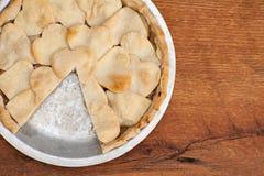 Πίτα της Apple με διαμορφωμένο το καρδιά κάλυμμα κρουστών Στοκ Εικόνες