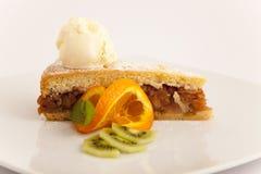 Πίτα της Apple με μια σέσουλα του παγωτού βανίλιας Στοκ Φωτογραφίες