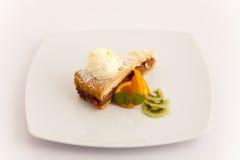 Πίτα της Apple με μια σέσουλα του παγωτού βανίλιας Στοκ Φωτογραφία