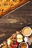 Πίτα της Apple με τα αμύγδαλα και την κανέλα Στοκ φωτογραφία με δικαίωμα ελεύθερης χρήσης